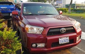 Vagoneta Toyota 4runner Guinda 2013