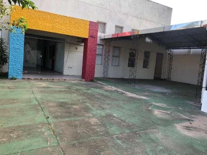 Zona Comercial Depósito Amplio Con Ofic