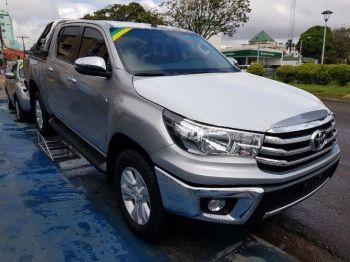 Camioneta Toyota Hilux Plateada 0 Km 201