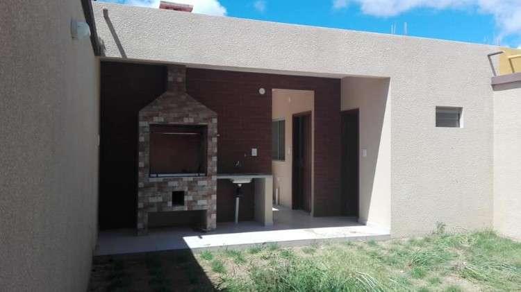 Estrene Casa De 2 Pisos En Zona Residenc