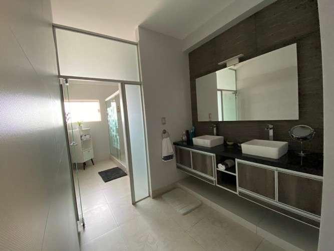 Casa en venta sobre avenida z/sur con tienda y 2 dptos1538878573