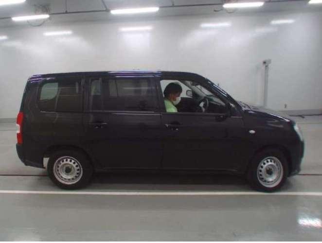 Un auto atractivo, muy comodo, muy adecuado para tus dias de paseo con la familia o para ir al trabajo. 1190505281