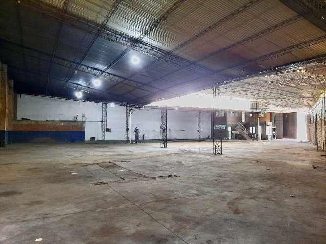 Sólo galpones alquila: en el parque industrial amplio y espacioso galpón  1597991528